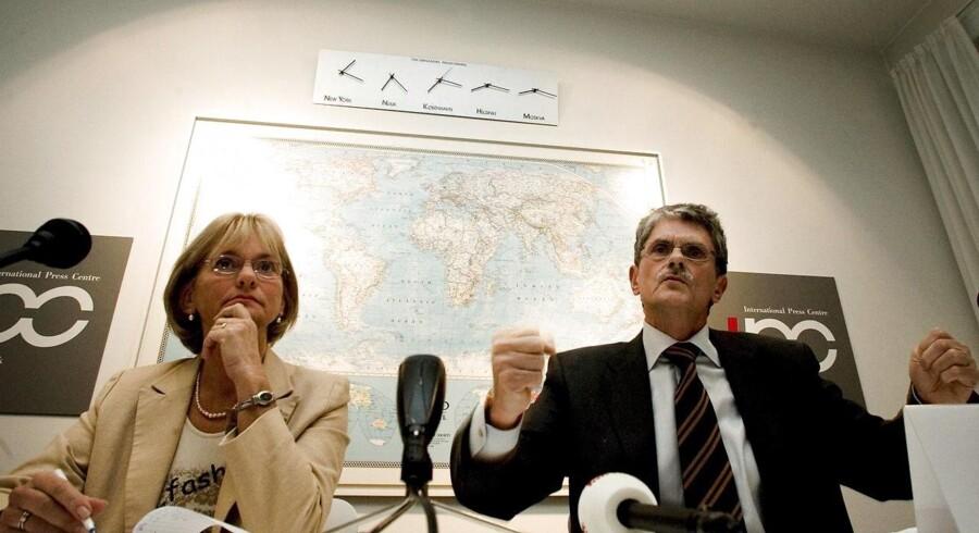 Pia Kjærsgaard og Mogens Lykketoft i politisk debat i forbindelse med et arrangement på International Press Centre i København tilbage i 2004. Foto: Scanpix