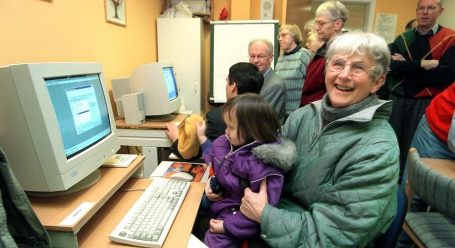 Ældres brug af it stiger hele tiden. For ti år siden havde mere end en tredjedel af de 65-74-årige aldrig været på nettet. I dag er tallet under ti procent. Scanpix/Palle Hedemann