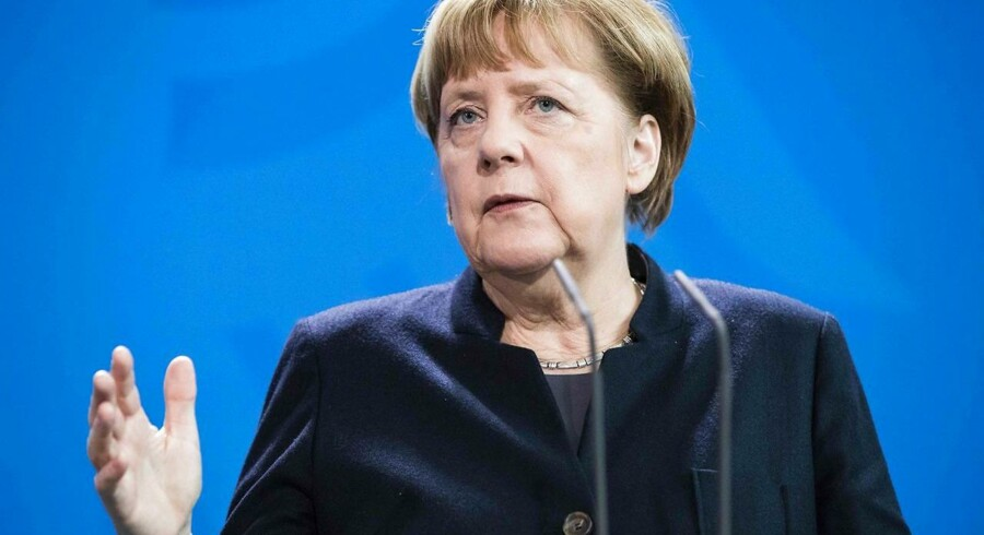 Angela Merkel taler under pressekonferencen i Berlin.
