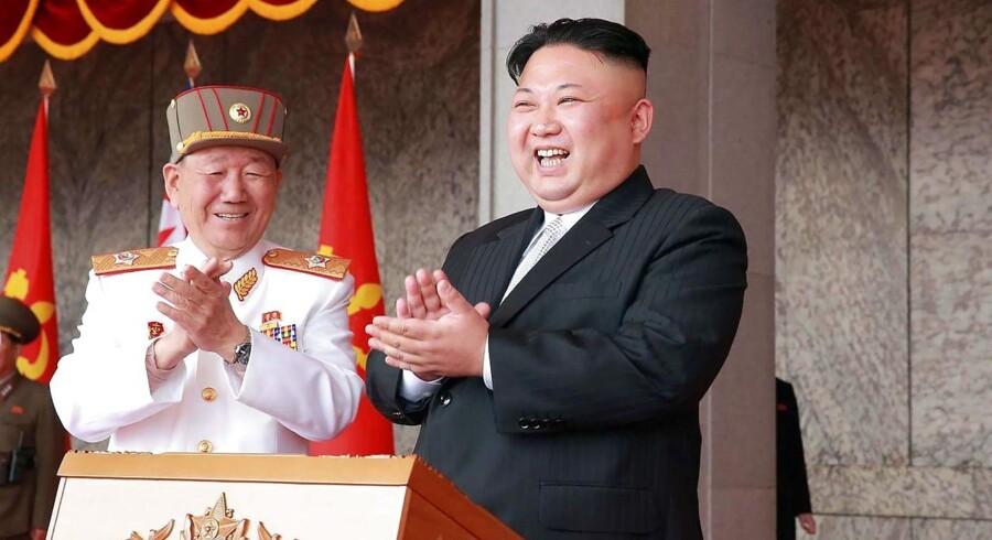 Er Kim Jung-un klog eller er det bare smiger fra USAs side. Foreløbig har USA valgt diplomatiet.