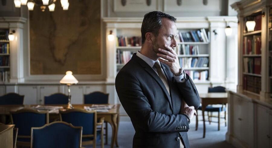 Venstres politiske ordfører, Jakob Ellemann-Jensen, er helt enig med sin tidligere partifælle Jens Rohde (R) i, at brede flertallet er efterstræbsværdige, når Danmark sender soldater i krig. Men han vil ikke gøre det til en regel: »Det er ikke den måde, vi plejer at bedrive folkestyre på.«