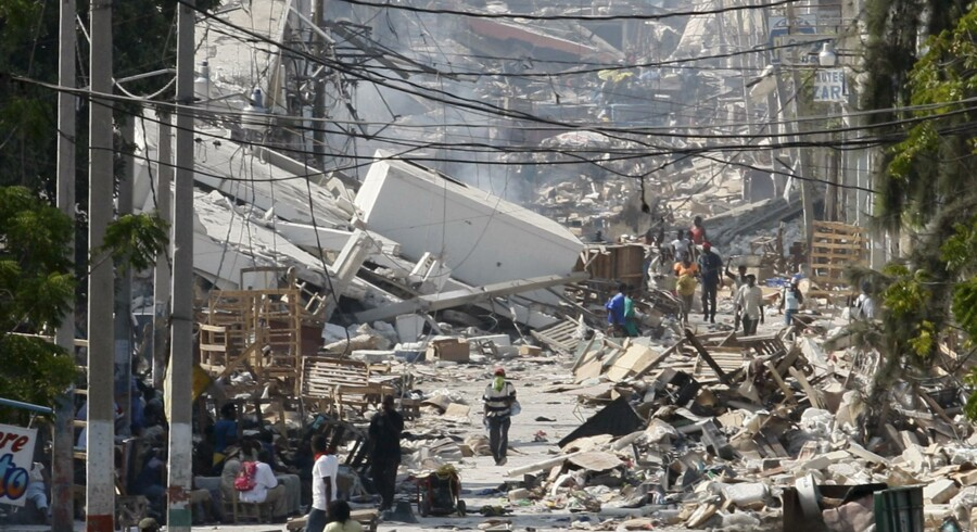 Omkring 200.000 omkom ved jordskælvskatastrofen i Haiti i 2010. Nu reagerer den britiske udviklingsminister, Penny Mordaunt, på rapporter om, at udsendte nødhjælpsfolk udnyttede deres job til at opnå seksuelle tjenester. Reuters/© Daniel Aguilar / Reuters