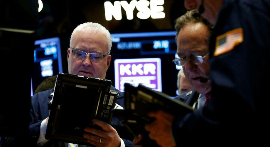 Arkivfoto. De asiatiske aktiehandlere startede dagen i højt humør efter mandagens rekorder på Wall Street, hvor der var rift om it-aktier efter det globale cyberangreb og stigende energiaktier efter et hop i oliepriserne.