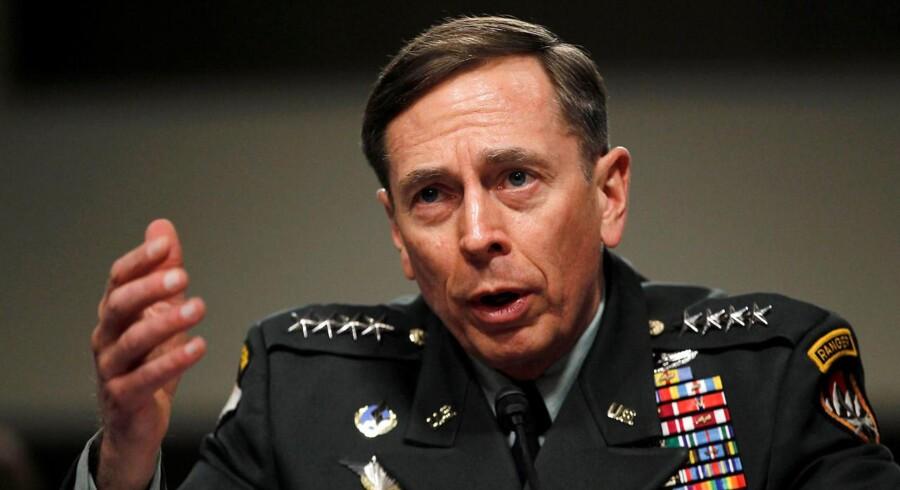 David Petraeus er en af favoritterne til at blive Donald Trumps nye nationale sikkerhedsrådgiver - men er spærret fra at tage jobbet indtil april på grund af sagen med tidligere affære. REUTERS/Jason Reed/File Photo