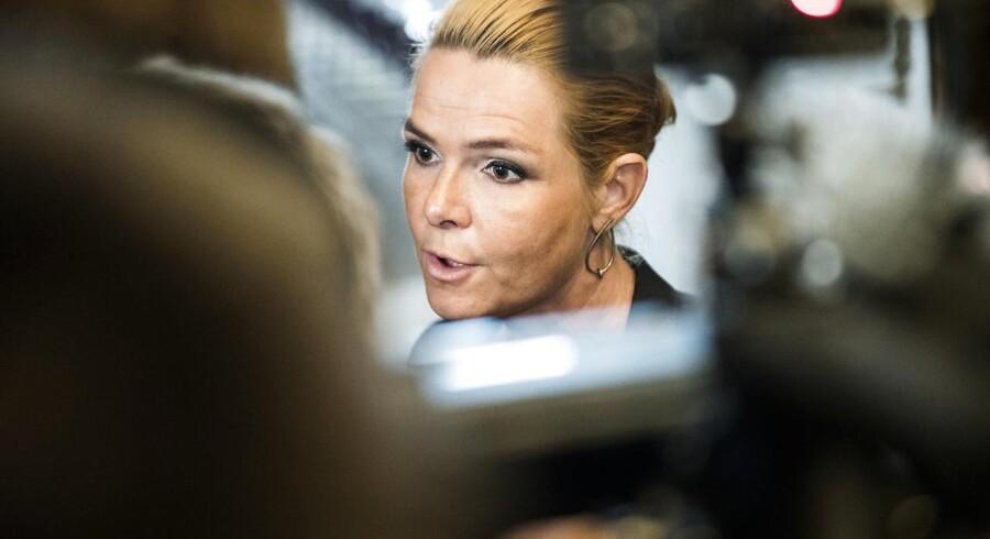 Danske virksomheder ønsker ikke at kommentere på integrationsminister Inger Støjbergs (V) udtalelser om at danskere »bør være stolte af muhammedtegningerne«. Dansk eksport til muslimske lande faldt en overgang med 11 % som følge af boytkot af danske varer.
