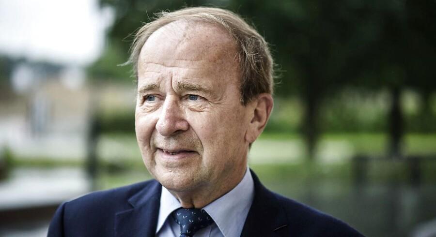 Gentofte-borgmester Hans Toft (K) indtager forud for kommunalvalget en så stor annonceplads i lokalavisen Villabyerne, at avisens lokalredaktør, Jesper Larsen, finder det meget voldsomt.