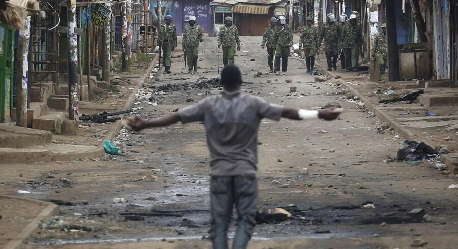 Arrangører af demonstrationer i de områder vil blive holdt personligt ansvarlig for skaden, som måtte blive forvoldt, fortæller ministeren.