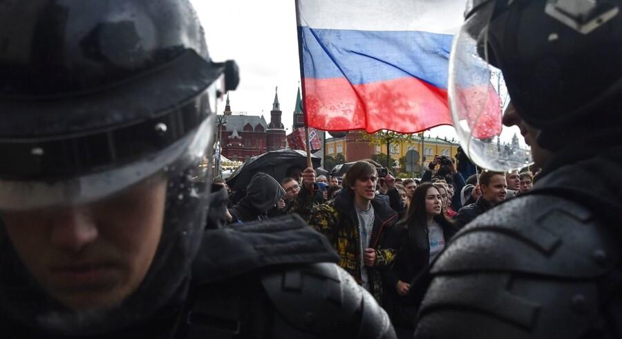 Demonstranter gik i optog i Moskva i protest mod fængslingen af oppositionspolitikeren Aleksej Navalnyj.
