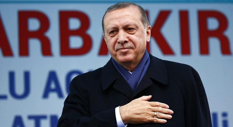 Ifølge hollandsk medie er op mod 100 hollandsk-tykere tilbageholdt i Tyrkiet. Det kan også ske for danskere med tyrkisk baggrund.