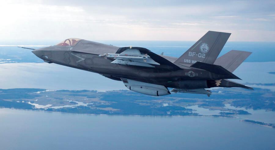 Et flertal i Folketinget er enig om at købe 27 F-35 kampfly. De Konservative er som det eneste borgerlige parti ikke en del af forliget.