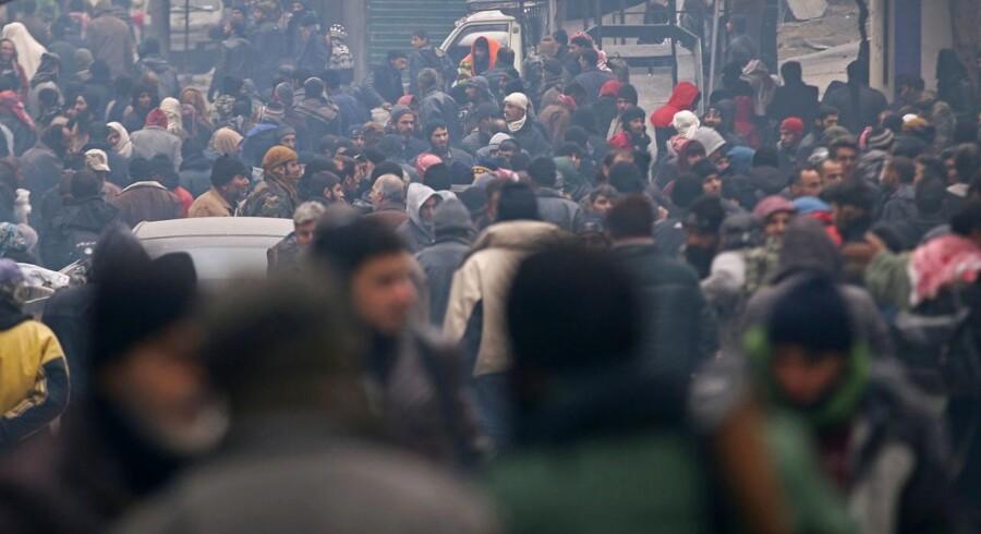Arkivfoto. Meldinger om mulige gennembrud i forsøget på at evakuere Østaleppos civile befolkning afbrydes jævnligt af meldinger om nye angreb og dødsofre. Kampen om at vinde den endelige fortælling om Aleppos fald raser.