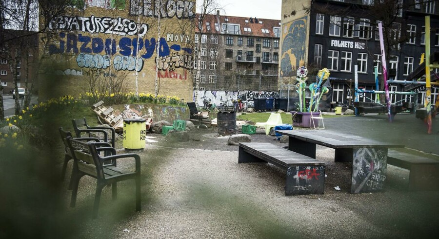 """TV2 skriver om Italien-finten og """"dublinati"""". Det handler om migranter i DK, som for en dels vedkommende har opholdstilladelse i Italien, men alligevel kommer til Danmark og opholder sig ulovligt her i stedet. Folkets Park på Nørrebro i København er ét af stederne, hvor mange tredjelandsborgere opholder sig, fortæller politiet."""