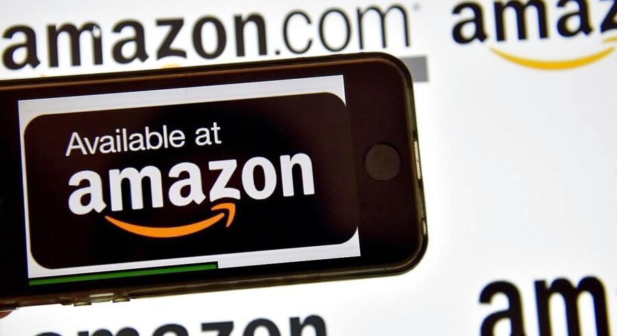 Den amerikanske nethandelgigant Amazon er tirsdag rykket op på andenpladsen på listen over de mest værdifulde amerikanske selskaber.