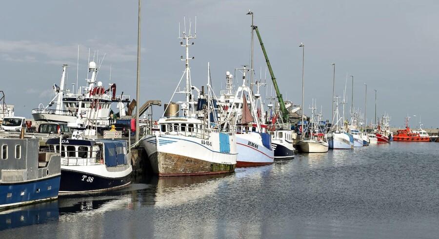 (ARKIV)Hanstholm Havn . Fiskerihavn med trawlere og fiskekuttere, Her Hanstholm Fiskeriauktion med masser af fisk Regeringen og alle Folketingets partier har indgået en aftale, der skal sikre, at kvoterne i dansk fiskeri kommer flere fiskere til gavn. Skriver Ritzau den 17. november 2017. (Foto: Henning Bagger/Scanpix 2017)