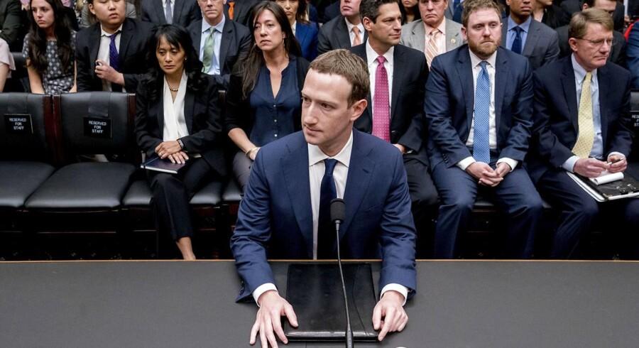 Facebooks CEO og grundlægger Mark Zuckerberg var igennem en marationhøring på 10 timer - fem timer i Senatet tirsdag og fem timer i Repræsentanternes Hus onsdag - efter skandalerne, der har ramt Facebook. (AP Photo/Andrew Harnik)