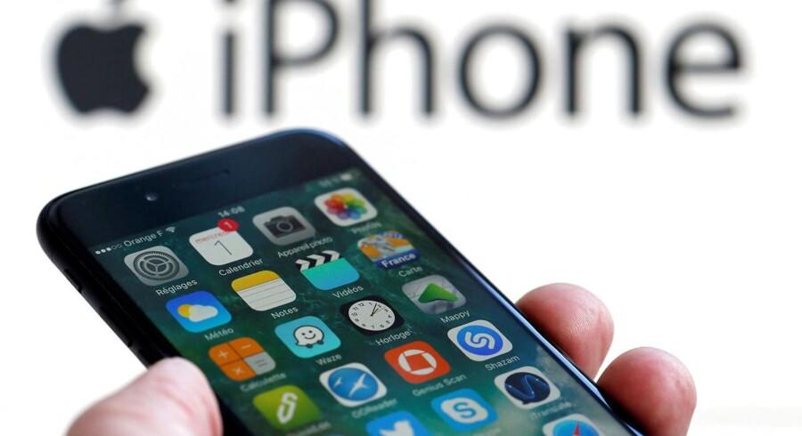 Den nye iPhone 8 får debut om forventeligt et par uger og vil så formodentlig kunne købes efter endnu halvanden uges tid - i tilpas afstand af Europas største forbrugerelektronikmesse i Berlin i denne uge, hvor alle konkurrenterne er med. Arkivfoto: Regis Duvignau, Reuters/Scanpix