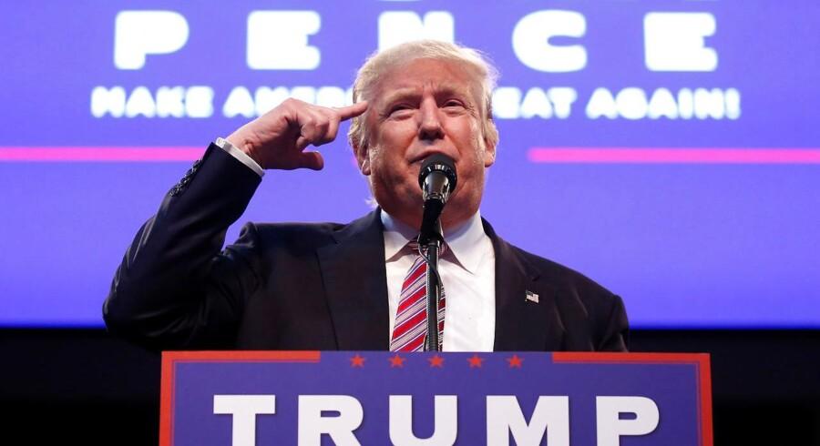 De seneste meningsmålinger viser, at Donald Trump for første gang fører over Hillary Clinton, og holder den tendens de næste måneder, kan det blive mangemilliardæren Trump, som tager over efter Barack Obama.