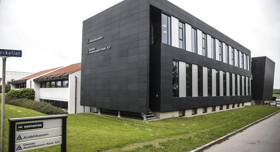 Filialerne, der skal lukkes, ligger i Oksbøl, Outrup ved Varde og Kærup-Janderup, mens den nye filial åbner i Varde.