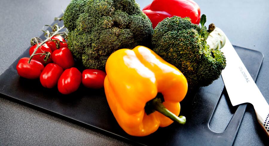 Er du en gris i dit køkken? Køkkenhygiejne. Grøntsager på skærebrædt.