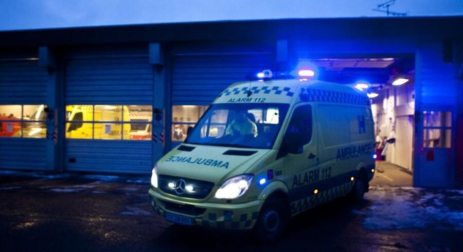 Falck har valgt at forlade erhvervsorganisationen DI til fordel for Dansk Erhverv. På billedet forlader en af redningskorpsets ambulancer stationen i Tårnby på Amager. Foto: Anders Debel Hansen