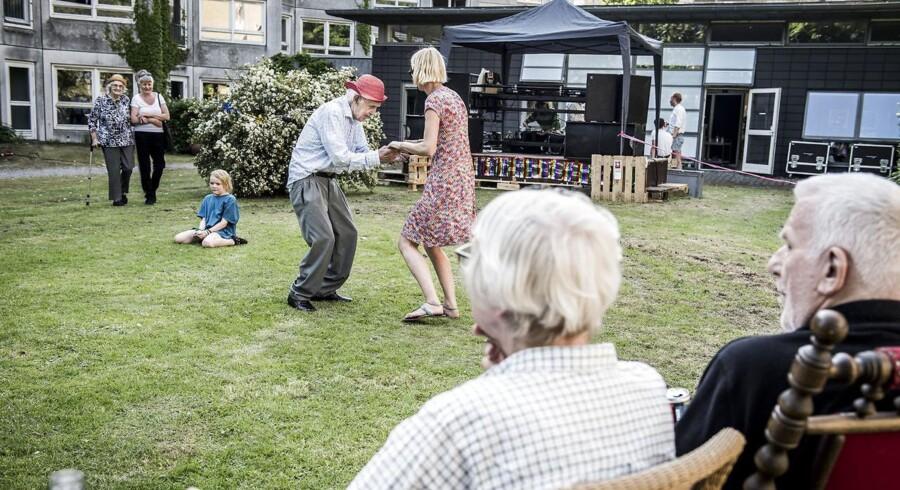 Onsdag d. 1. juni 2016 ramte Distortion København - og Sølund, et plejecenter for ældre på Nørrebro. Gamle klassikere og moderne toner fulgtes ad med rollatorer, rulletobak og en rask svingom i ny og næ.