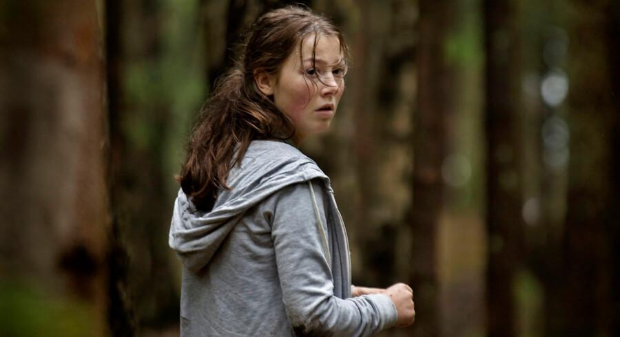 """Er Utøya filmen udtryk for »usmagelig vulgærsentimentalitet"""" eller """"et mesterligt instrueret mareridt«? Anmelderne er uenige på premieredagen"""