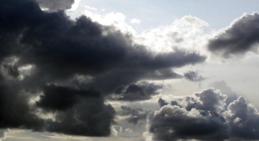 »Der kan sagtens komme en periode på 10 til 20 minutter med regn. Og det kan blive ret kraftigt.«