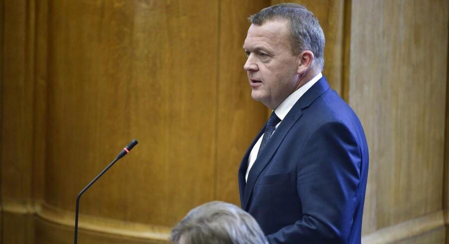 Statsminister Lars Løkke Rasmussen stillede op til kritiske spørgsmål fra 179 skoleelever mandag, og han talte blandt andet om flygtningelandsbyer.