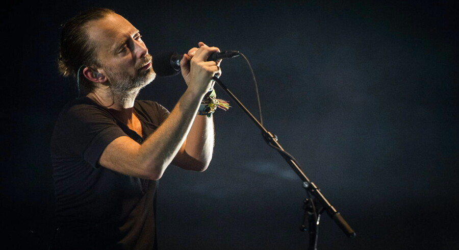epa05535405 British singer Thom Yorke of the band Radiohead performs at the Lollapalooza festival in Berlin, Germany, 11 September 2016. The event runs until 11 September. EPA/SOPHIA KEMBOWSKI