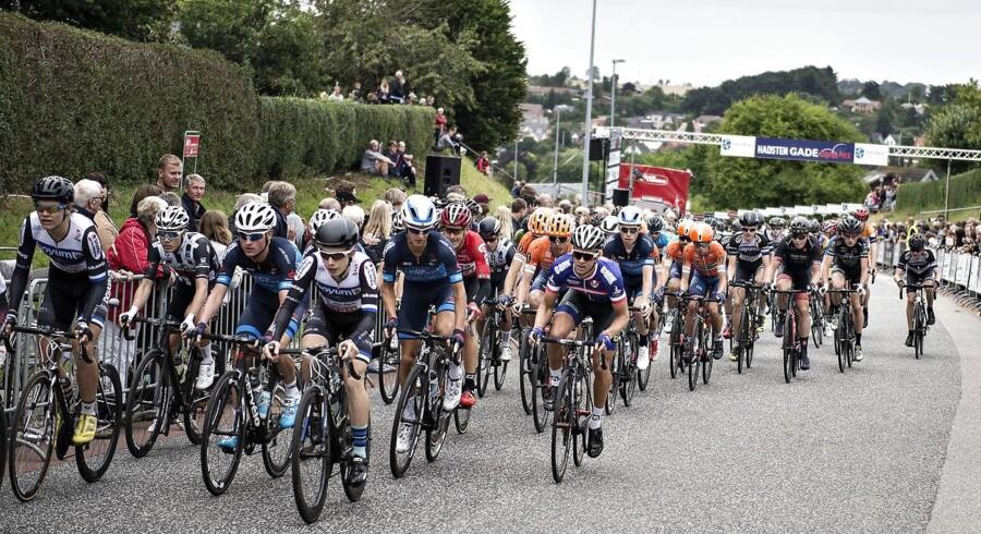 Arkivfoto. Fra næste sæson reduceres antallet af ryttere på hvert hold fra ni til otte i alle tre grand tours. Det kan give mere åbne løb samt forbedret sikkerhed.