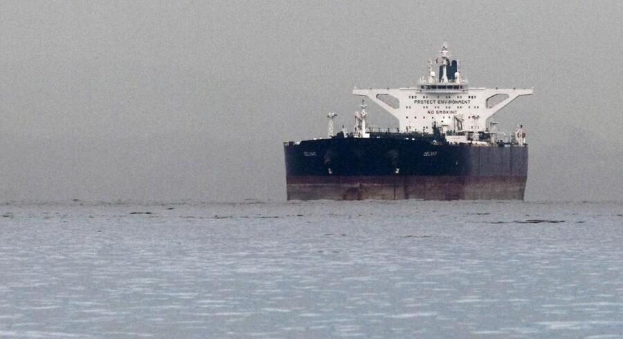 De iranske skibe er er ladet med olie og kan alene dække Indiens behov i en hel uge. Her ses den iranske olietanker »Delvar« på arkivfoto fra 2012.