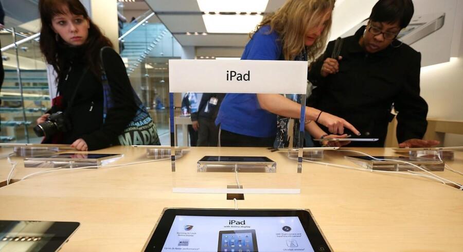 Pengene vælter ind hos Apple, som nu har 137 milliarder dollar i kontanter i kassen - men skal man give aktionærerne en større luns eller opkøbe lovende virksomheder?