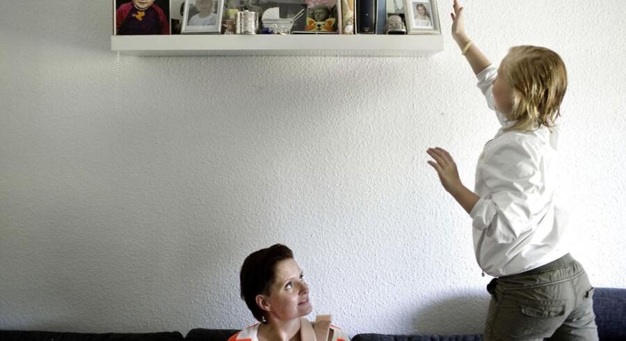 10-årige Cecilie (og hendes mor Belinda) i deres hjem. Cecilie har autisme og fungerer dårligt sammen med andre børn, fordi hun ikke forstår det sociale spil og de andre børns signaler. Hun mistrives i folkeskolen, og Cecilies forældre vil have hende på specialskole. Kommunen og skolen mener dog, at hun skal fortsætte i folkeskolen.