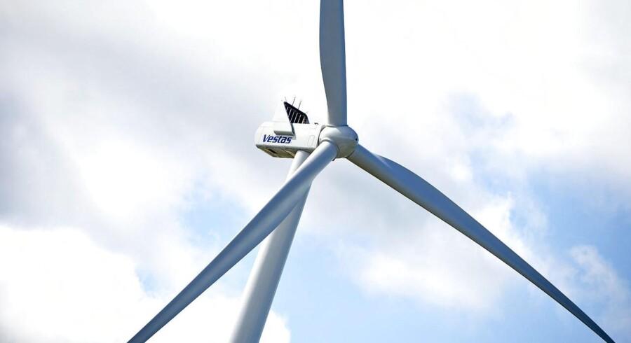 -Arkiv- RB PLUS Vi er på vej mod vindmøller af gigaformat BV.: RB PLUS Kommuner skal kunne bremse kystnære møller. Landets kommuner skal have ret til at sige fra over for uønskede vindmølleparker nær deres kyster, lyder det fra energi- og klimaminister Lars Christian Lilleholt (V)ARKIVFOTO: Vestas vindmølle i Østerild.