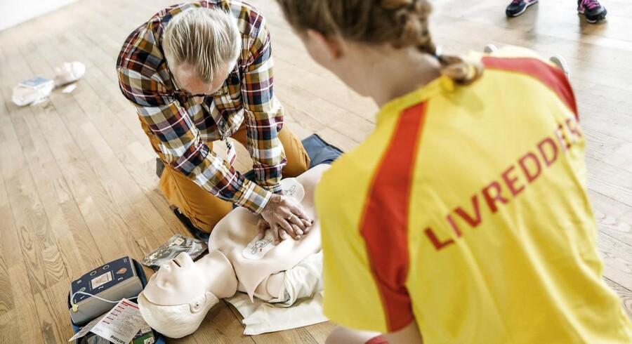 ARKIVFOTO: Hjertestarterkursus. (Foto: Jeppe Bjørn Vejlø/Scanpix 2013)