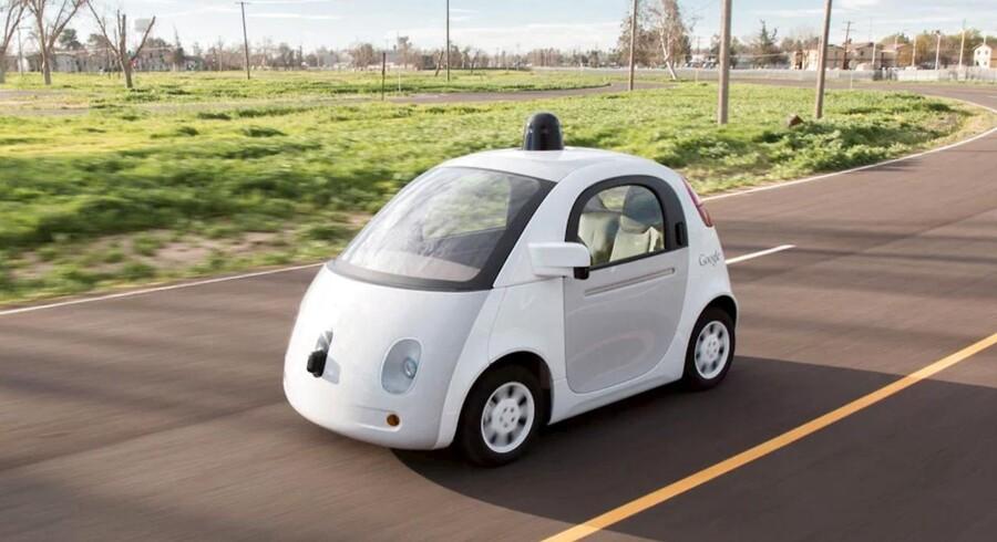 ARKIVFOTO. Google car. Førerløse biler vil vende op og ned på store dele af vores samfund. De vil have massiv indflydelse på M&A-aktivitet og sende nogle af dine aktier på himmelflugt, mens andre falder til jorden med et brag.