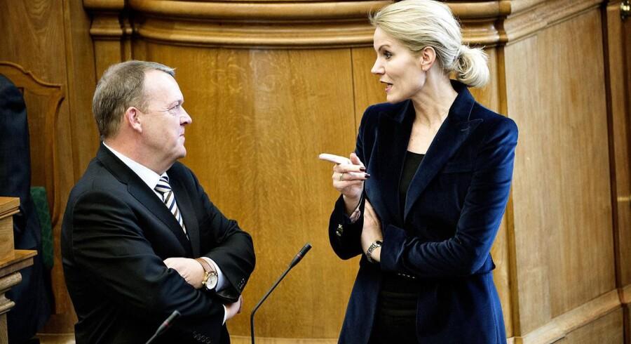 Danskerne foretrækker fortsat Helle Thorning-Schmidt (S) til at forblive i Statsministeriet frem for V-formand Lars Løkke Rasmussen.