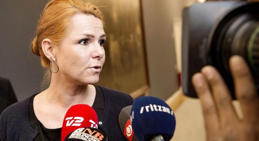 Fredag d. 11. september var der møde i Europaudvalget på Christiansborg. Udvalget skulle behandle EU's forslag om en ny EU flygtningeaftale. Inger Støjberg deltog også på mødet, her er hun dog fotograferet inden- på vej til et andet møde.