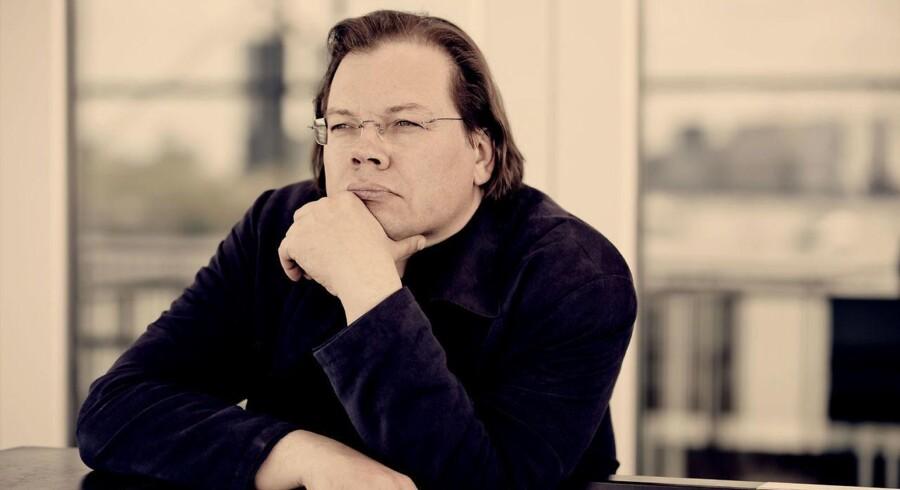 Alexander Vedernikov giver sine musikere tid til arbejdet. Hans signaler fra podiet er både myndige og utrolig sikre. Men han giver først og fremmest plads til alle de virkninger, man er kommet for: