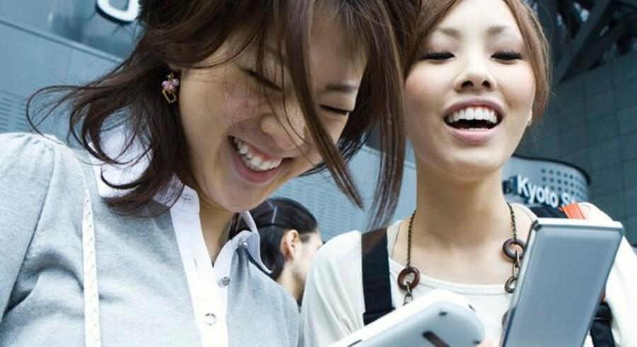 Ingen finanskrise her! Der skal ikke skæres ned på mobilforbruget. Foto: Colourbox