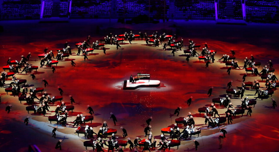 epa04098244 Pianist Denis Matsuev performs during the Closing Ceremony of the Sochi 2014 Olympic Games at the Fisht Olympic Stadium,    Sochi,    Russia,    23 February 2014. EPA/BARBARA WALTON