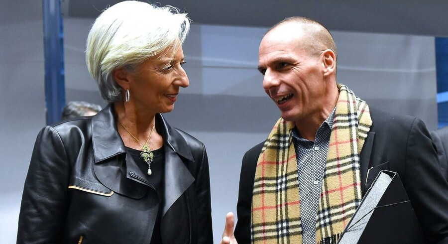 Den græske finansminister Yanis Varoufakis (til højre) har ifølge nyhedsmediet Bloomberg betalt de 450 mio. euro, som skulle falde i dag, til Den Internationale Valutafond (IMF), der har Christine Lagarde (til venstre) som øverste chef.