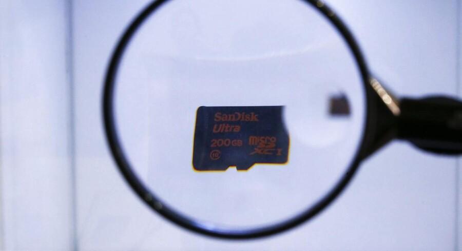 Sandisk producerer masser af hukommelseskort til telefoner og andet mobilt udstyr og bliver nu en del af Western Digital-koncernen, som er kendt for sine harddiske. Arkivfoto: Gustau Nacarino, Reuters/Scanpix