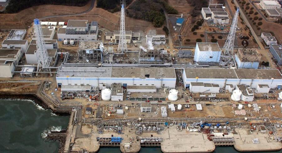 Luftfoto af Fukushima-værket d. 20 .marts 2011. Reaktor 2 blev kun beskadiget, mens reaktor 1, 3 og 4 smeltede helt eller delvis ned og eksploderede med en stor frigivelse af radioaktivt materiale til følge.