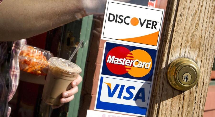 Mastercard stiger med 1,7 pct. til 91,76 dollar i det amerikanske formarked.
