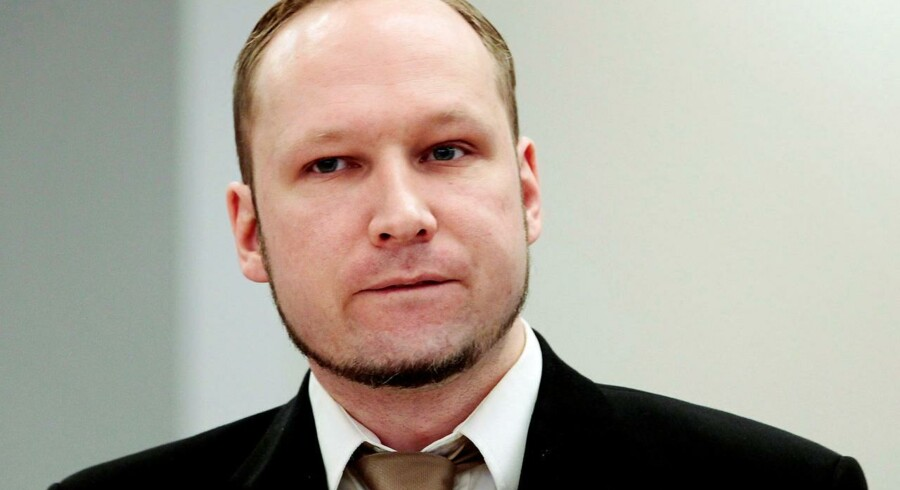 (ARKIV) FILE PHOTO: Norwegian mass killer Anders Behring Breivik attends the second day of his murder trial in Oslo, Norway, April 17, 2012. Massemorder Anders Breivik bliver ikke udsat for umenneskelig behandling i fængslet. Menneskerettighedsdomstolen afviser torsdag sagen mod den norske stat. Det skriver Ritzau, torsdag den 21. juni 2018.. (Foto: POOL New/Ritzau Scanpix)