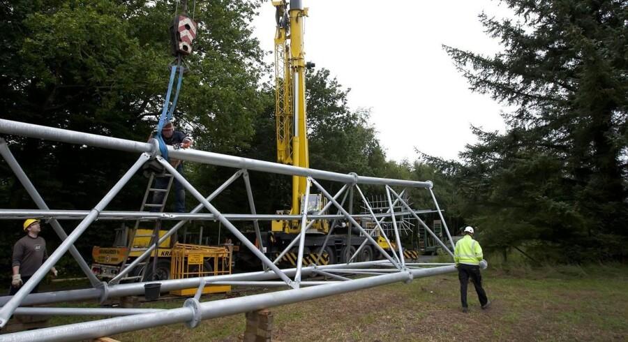 Det koster omkring en million kroner at sætte en mast med udstyr op - ud over grundlejen. Arkivfoto: Tommy Kofoed, Scanpix