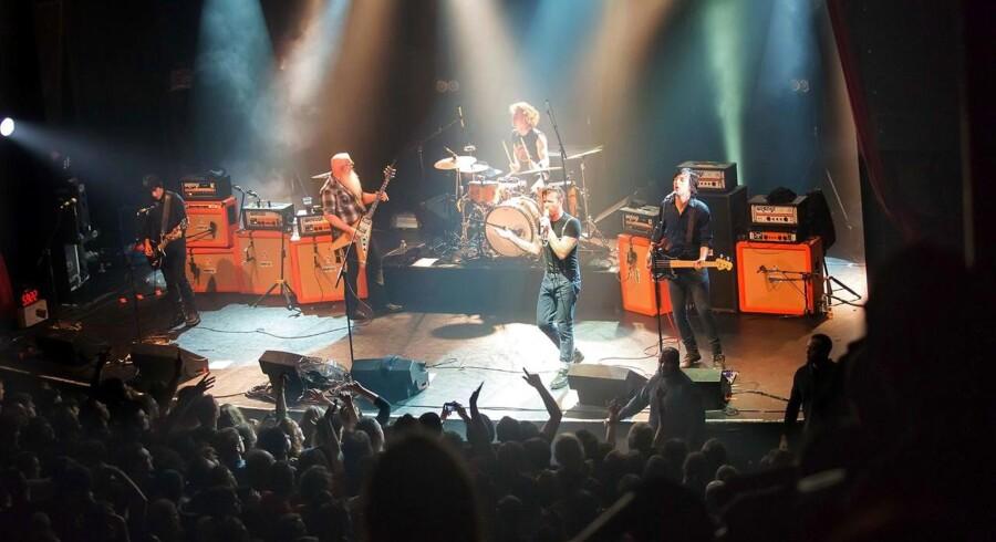 Arkivfoto:Rocken vender tilbage efter Paris-massakre. Det amerikanske rockband Eagles of Death Metal vender tirsdag tilbage til Paris for at færdiggøre den koncert, der i november blev udsat for terrorangreb.