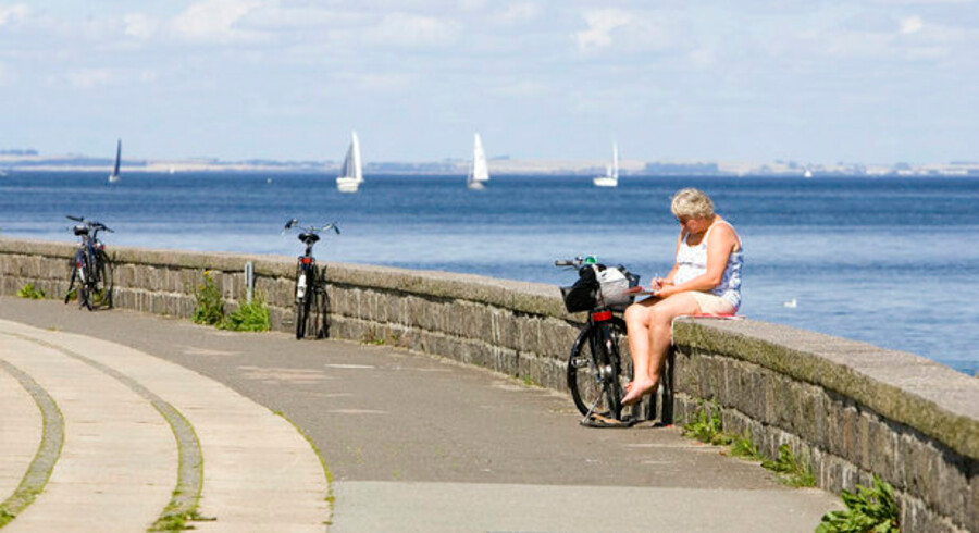 Der er smukt ud over Øresund med vue mod Sverige - men der er også kort afstand til svenske mobilmaster... Foto: Lars Rievers, Scanpix