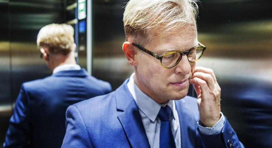 Flere medier bringer historier om, at forsvarsministeren brugte Region Syddanmark-ansat til at føre sin valgkamp. Carl Holst afviser beskyldningerne.